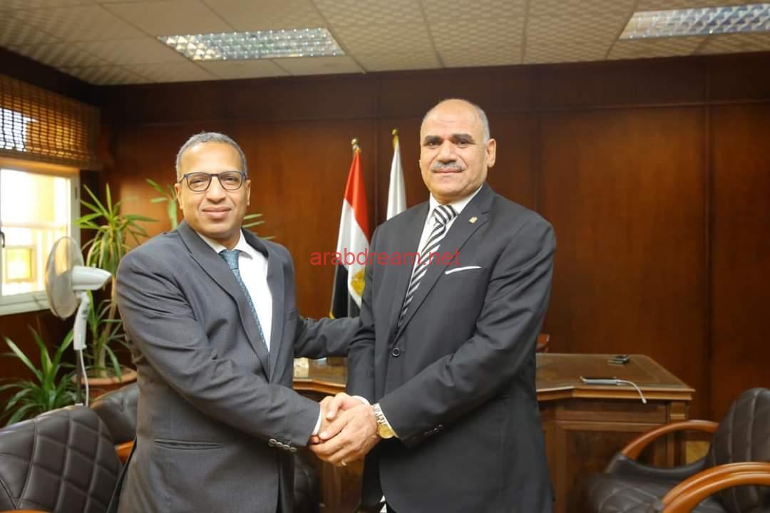 الدكتور محمد محجوب عزوز يتسلم مهام منصبه الجديد رئيسا لجامعة الأقصر