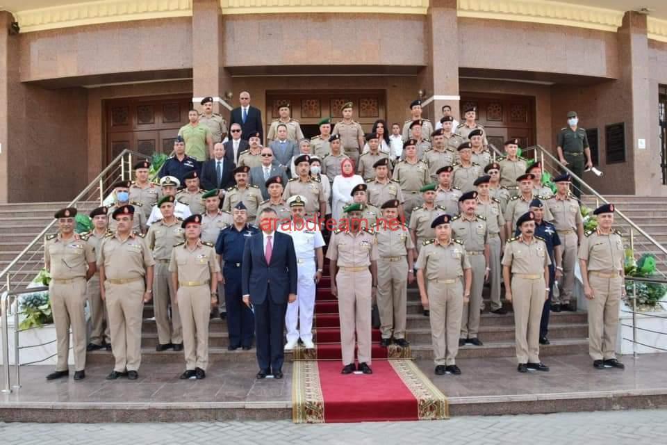 """رئيس جامعة عين شمس يشارك قادة القوات المسلحة افتتاح المعرض الثالث عشر للثقافات العسكرية """" ذاكرة أكتوبر 2020″."""