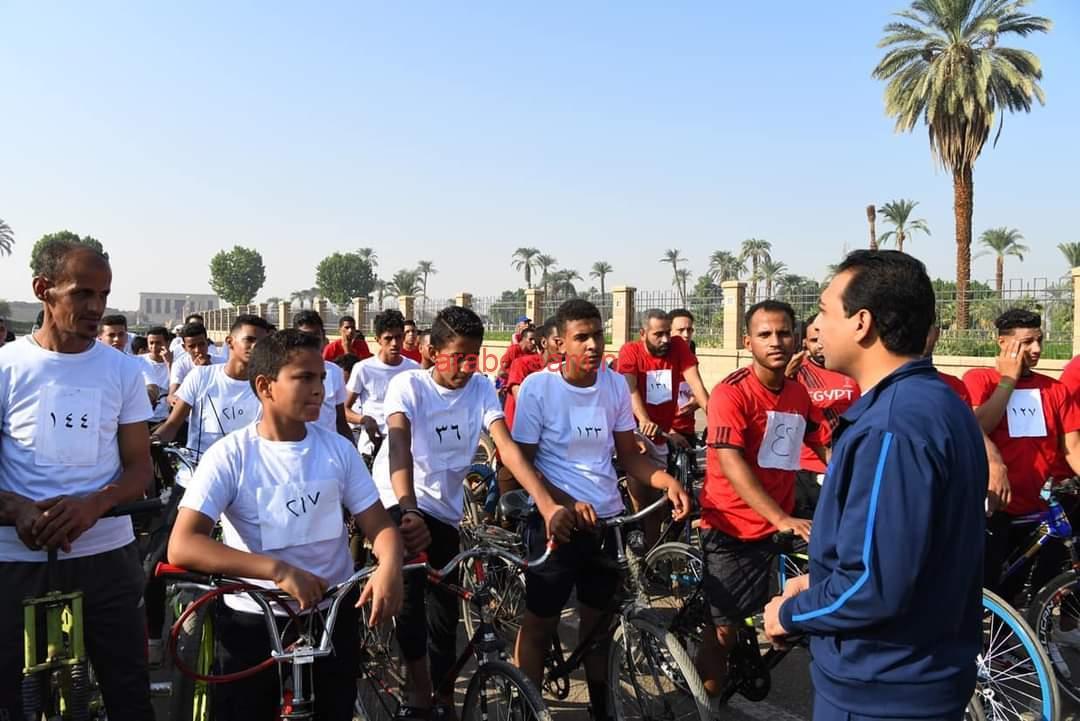 نائب محافظ قنا يشهد بدء انطلاق مارثون الدراجات الهوائية.