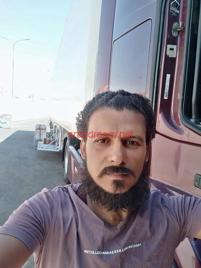 ٨ أشهر بعيد عن أهله سائق شاحنة تم حجزها بميناء العقبة يستغيث بالجهات المختصة بمصر.