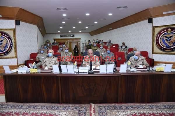وزير الدفاع يتابع سير العمليات للقضاء على العناصر الإرهاربية.