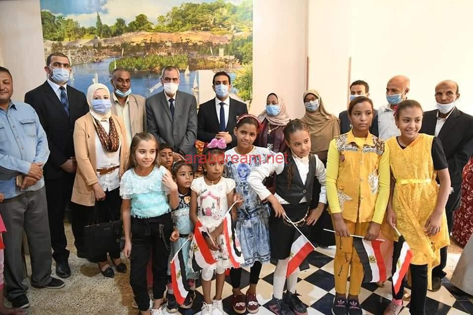 نائب محافظ قنا يتفقد ورش صناعة الفركة والفخار بمركز نقادة