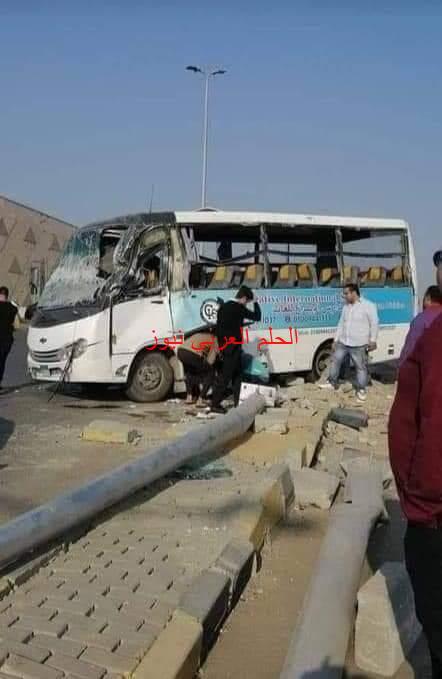 إصابة 17 تلميذًا في حادث مرور أتوبيس مدرسة اصطدم بعمود إنارة بمنطقة المتحف بالجيزة.