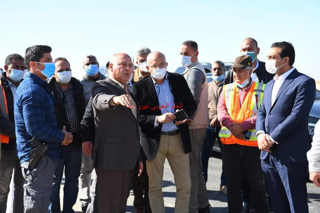 وزير النقل ونائب محافظ قنا يتفقدا طريق قنا الأقصر الصحراوي الشرقي.