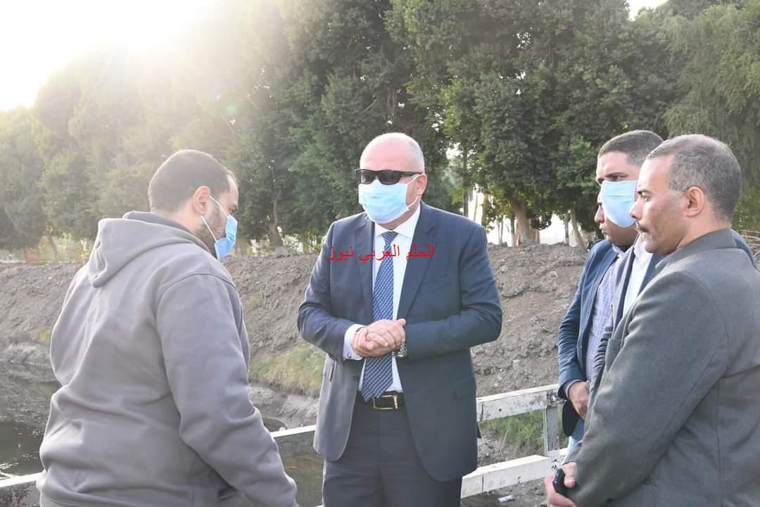 محافظ قنا يأمر بتطهير ترعتىّ الكلابية والعمدة بقرية أولاد عمرو.