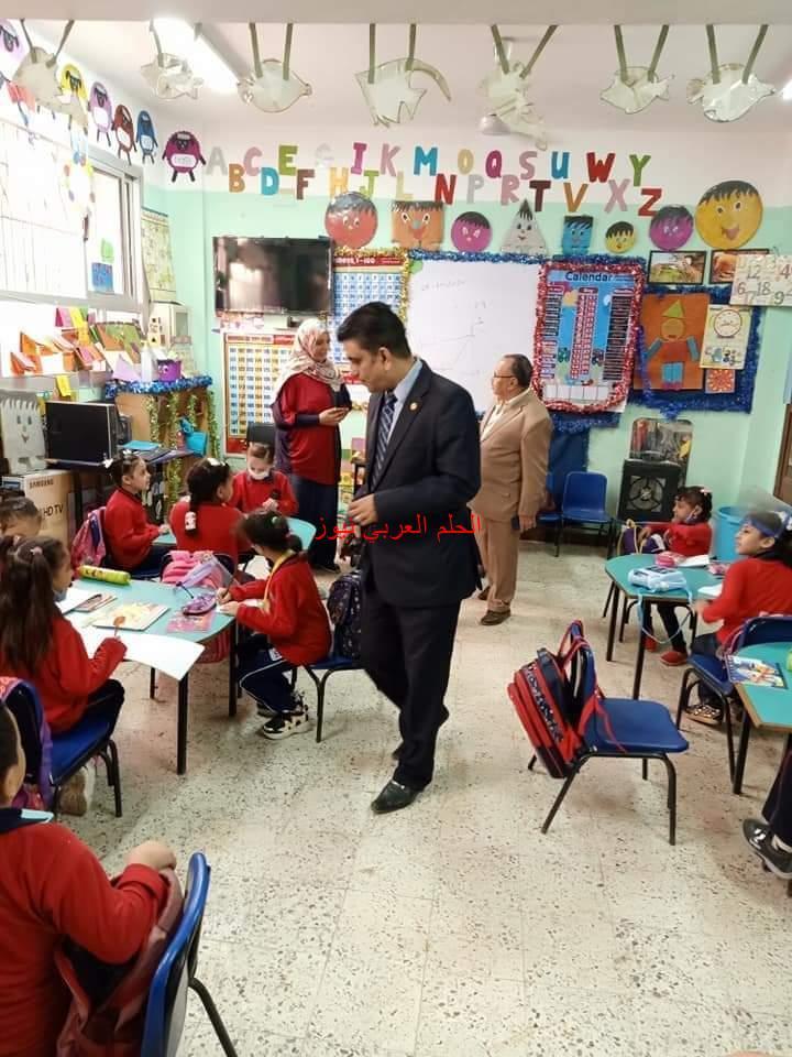 مدرسة الخصوص الرسمية لغات تضع أولياء الأمور في قلق بسبب (المرحلة الثالثة KG1)