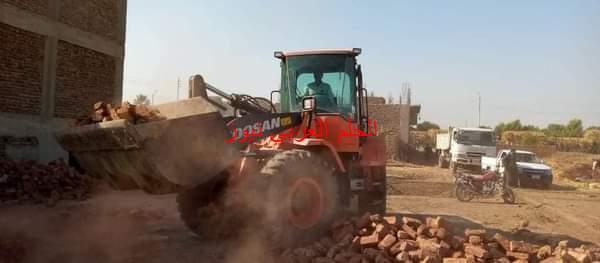 حملة لازالة مخالفات البناء والتعدي على الأراضي الزراعية بمركز ارمنت غرب الأقصر