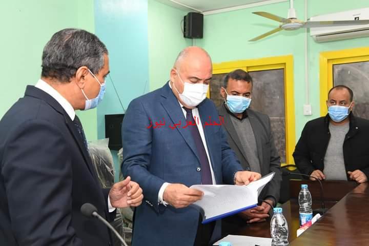 محافظ قنا يسلم ٦٣ عقد إيجار وحدة سكنية للأسر الأولى بالرعاية بدشنا