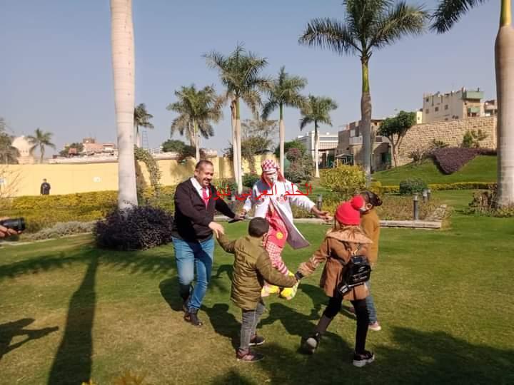 """النجم """"هشام عباس"""" يغني لأطفال 57357.. ويدعمهم بزيارة هامة في رحلة العلاج والشفاء"""
