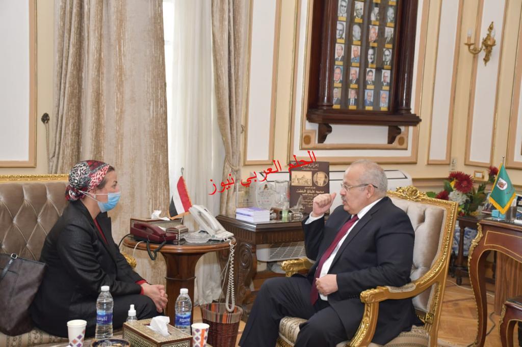 رئيس جامعةالقاهرة في لقائه وزيرة البيئة :للحد من المخاطر بقلم ليلي حسين