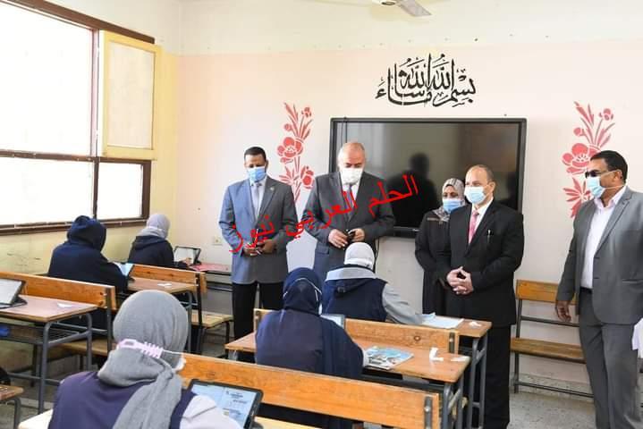 الداودي يتفقد امتحانات المرحلتين الاعدادية والثانوية بمدينة قنا