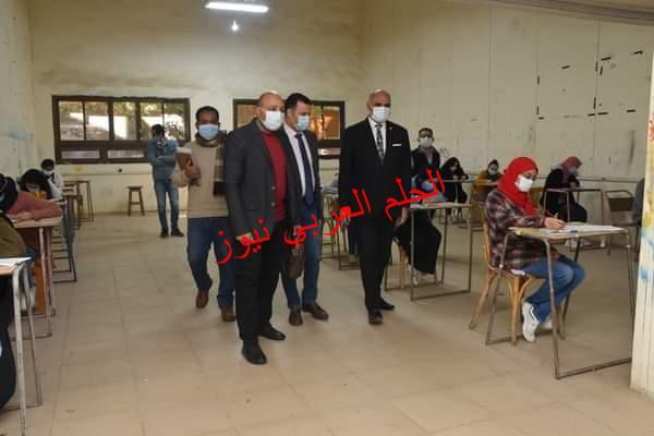 رئيس جامعة الأقصر يواصل جولاته التفقدية لمتابعة سير امتحانات الفصل الدراسي الأول