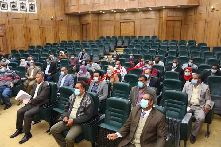 الداودي يعقد اجتماعا مع رؤساء المدن والقرى لحل مشكلات المواطن القناوي
