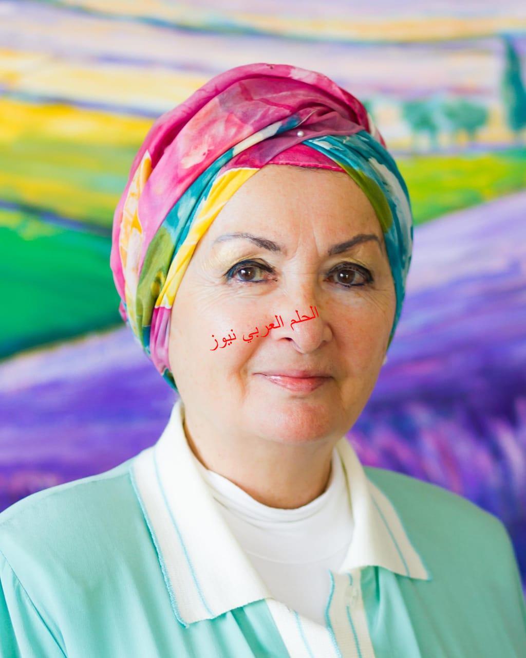 قطاع الفنون التشكيلية يحتفي بالدكتورة زينب عبدالعزيز بمعرض استعادي في قاعة الباب.