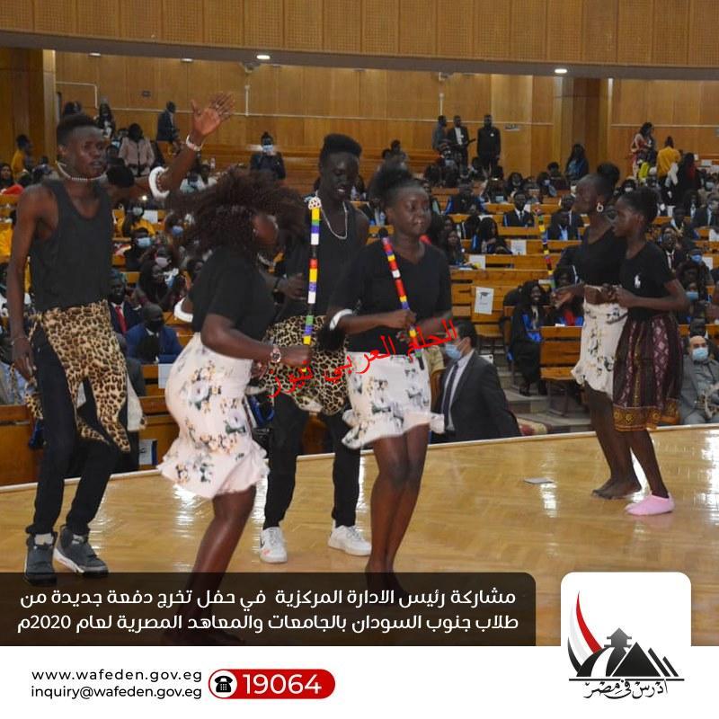 عبد الغفار  يتلقى تقريرًا عن أنشطة الطلاب الوافدين بقلم ليلي حسين