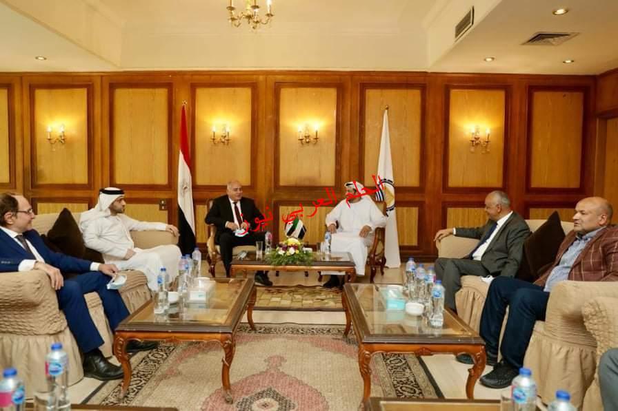 محافظ قنا وسفير الامارات لدي مصر يؤديان صلاة الجمعة بمسجد القنائي ويبحثان تعزيز التعاون بين البلدين.