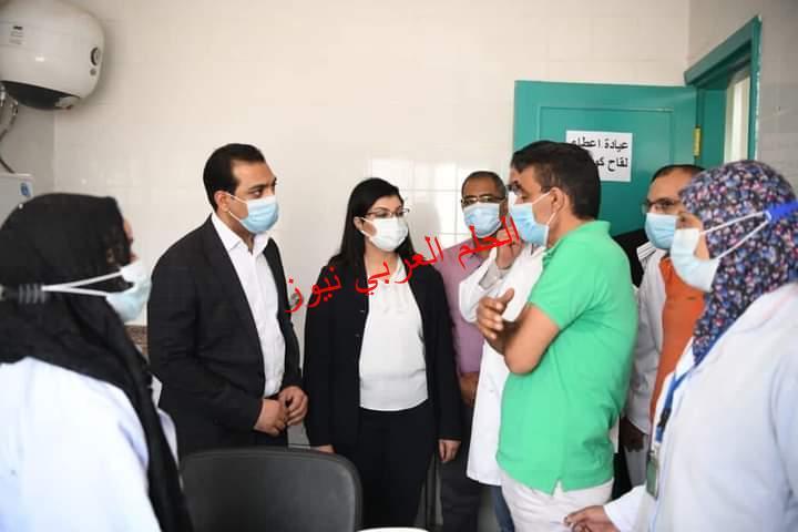 نائب محافظ قنا يتابع سير العمل بمركز تطعيم المواطنين بأبوتشت