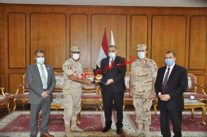 رئيس جامعة كفرالشيخ يكرم مدير إدارة التربية العسكرية ويرحب بالعقيد الكاشف