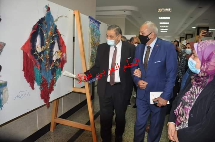 رئيس جامعة كفرالشيخ يفتتح 5 معارض فنية لطلاب النوعية