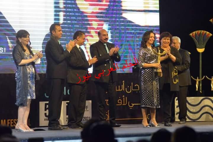 تكريم د. مايا مرسي على هامش مهرجان أسوان لأفلام المرأة