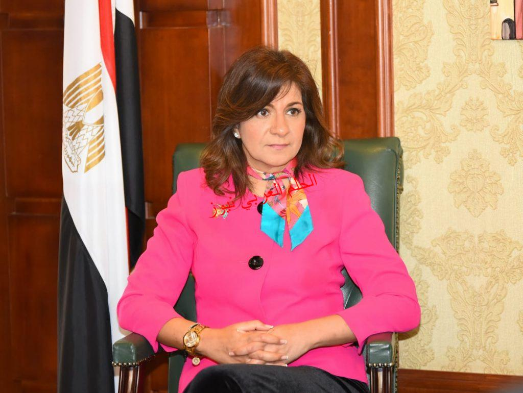 السفيرة نبيلة مكرم تنفي تدخلها في موقف أنهاء  عدد من العاملين بالكويت بقلم ليلي حسين