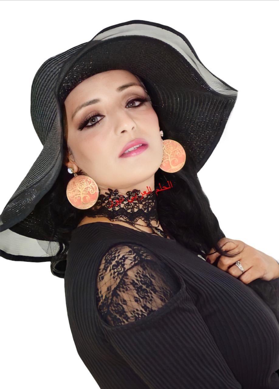 الاعلامية المغربية الكبيرة سهام حليلة Siham Halila في المراتب الاولى بمسابقة The Fashion Hero Tv