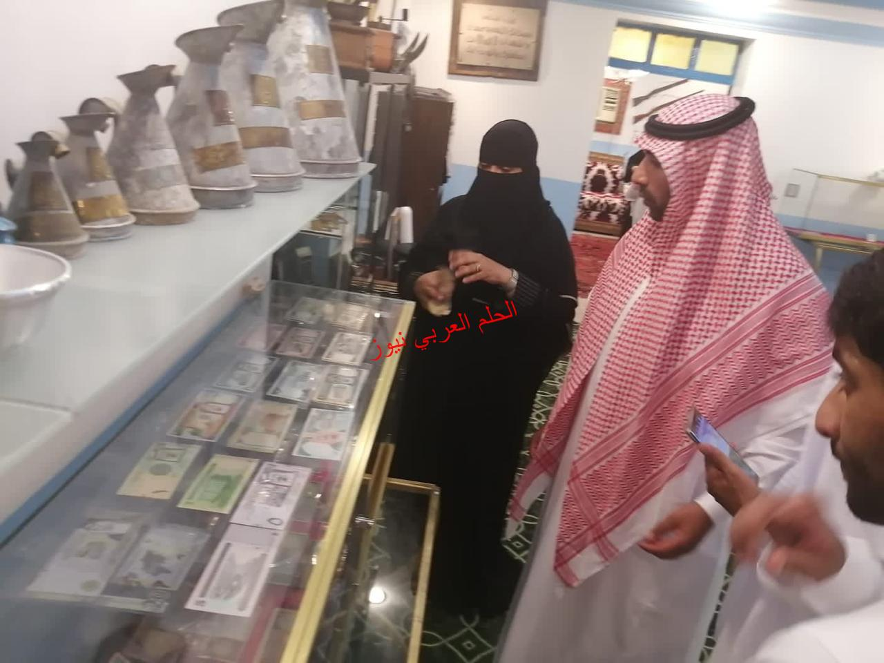 مواطنة سعودية تعيد الإرث الحجازي على الواجهة.