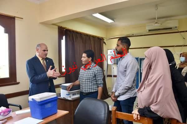 رئيس جامعة الأقصر يتابع تطعيم أعضاء هيئة التدريس والعاملين بلقاح كورونا