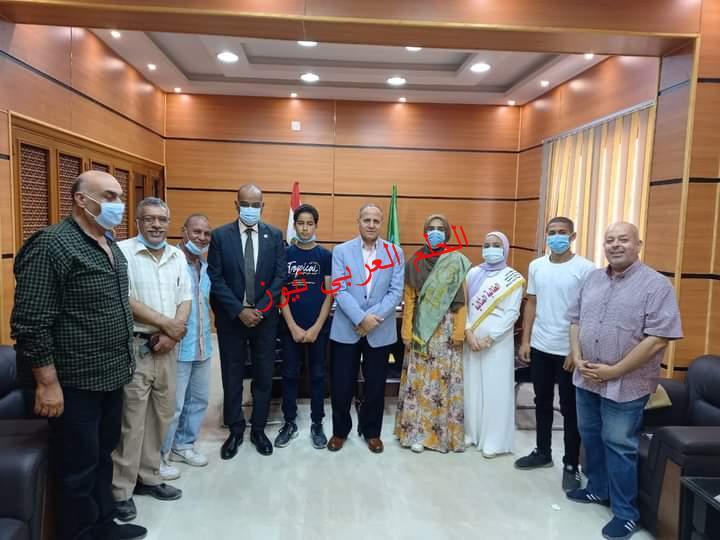 مدير تعليم الفيوم يلتقي الطلاب المثاليين قبل السفر للقاهرة
