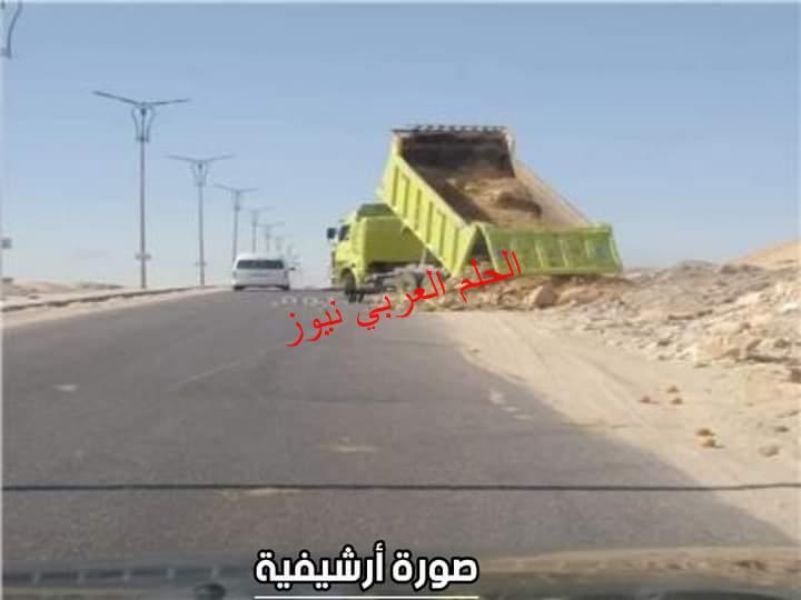 سائقو النقل والكارو يلقون بمخلفات الردش فى طريق مسطرد شبين القناطر