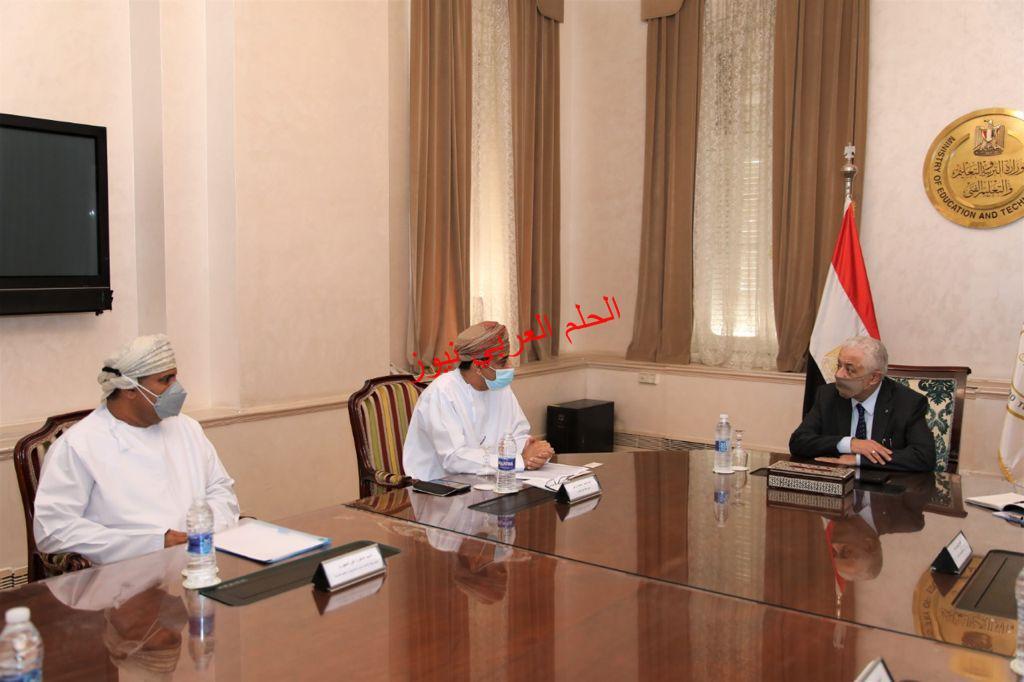 سفير عُمان بالقاهرة يؤكد حرص السلطنة على تعزيز التعاون مع مصر في مجالات التعليم ويُشيد بنجاح منظومة التعليم في مصر