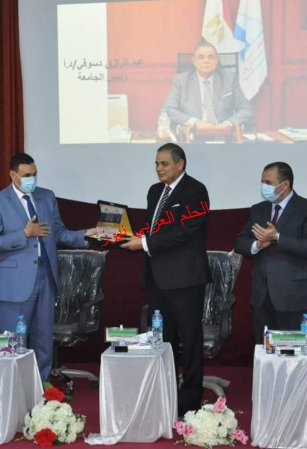رئيس جامعة كفر الشيخ يشهد حفل استقبال الطلاب الجدد بكليتي التربية والحاسبات والمعلومات.