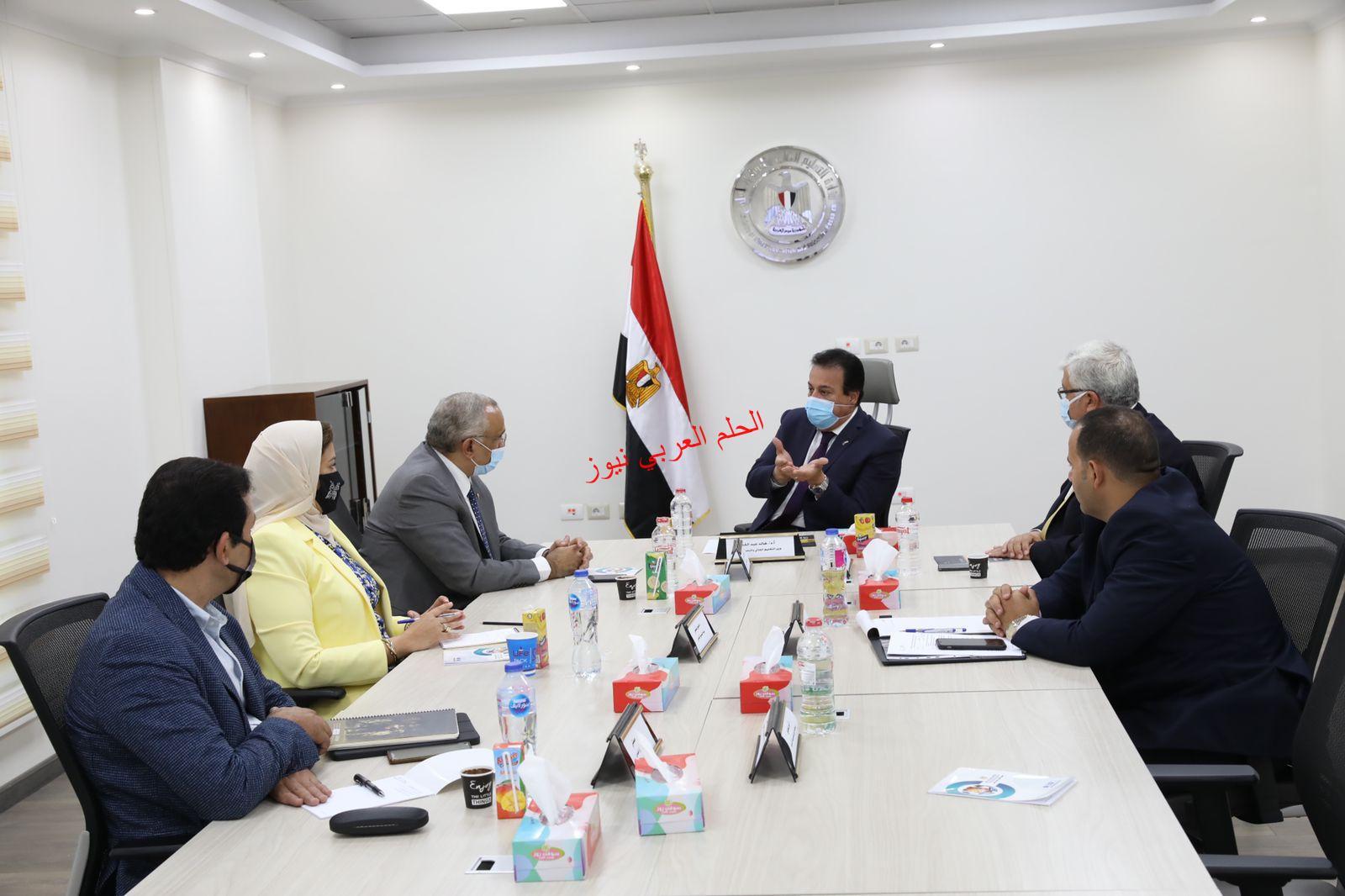 د.عبد الغفار وأجتماع مع م.أبو سعدة لوضع الهوية البصريةللمحافظات  بقلم ليلي حسين